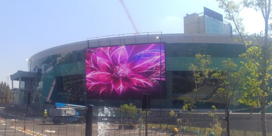 Outdoor Screen 2